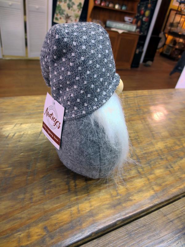 Gnome Shelf Sitter